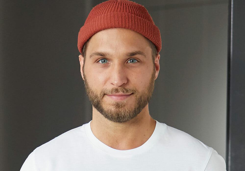 Mate Granic Yogalehrer bei yogafürdich Berlin